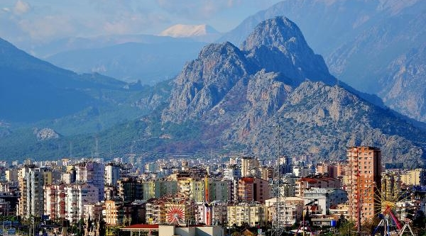 Antalya'ya Mevsimin Ilk Kari Yağdi