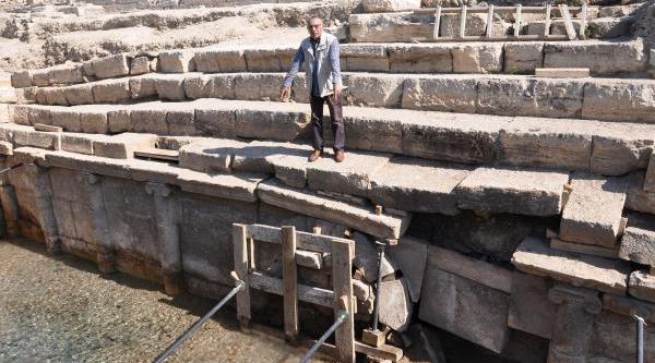 Antik Kentteki Kazida Bulunan Üç Başli Köpek Heykeli Kangal Çikti