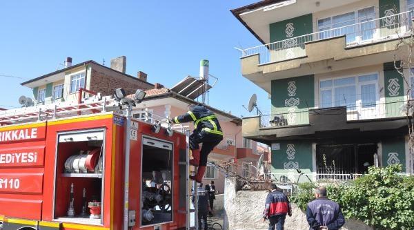 Apartmandaki Yangında 3 Kişi Hastanelik Oldu