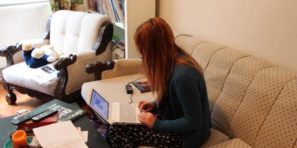 Apartmanina Yazi Asilan Üniversiteli Kiz Dha'ya Konuştu