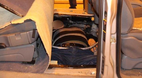Araç Koltuğunun Altindan 3 Kaçak Çikti