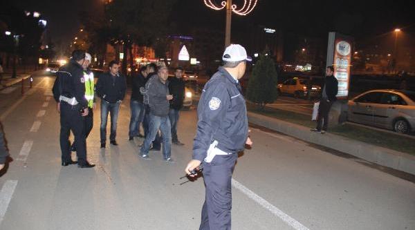 Araci Bağlaninca Çatiya Çikti