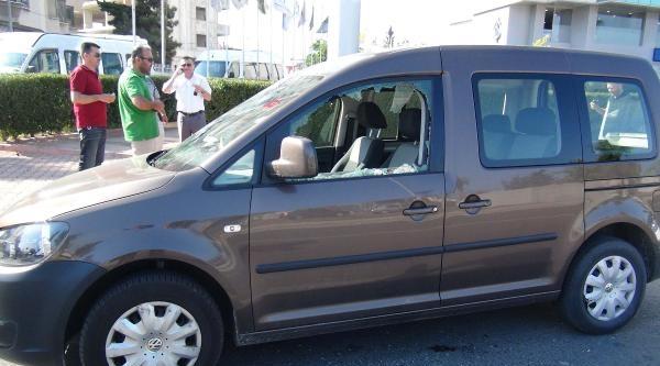 Aracın Camını Kırıp 102 Bin Lirayı Çaldilar