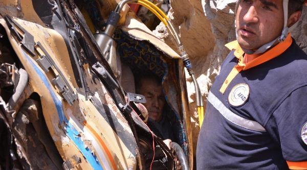 Araçta Sıkışan Kamyon Şoförünü Afad Ekipleri Kurtardı