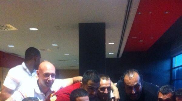 Arda Turan'dan Galatasaray Tekerlekli Sandalye Basketbol Takımı'na Ziyaret