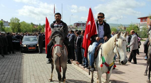 Ardahan Valisi Bartın'a Atlı Konvoyla Uğurlandı