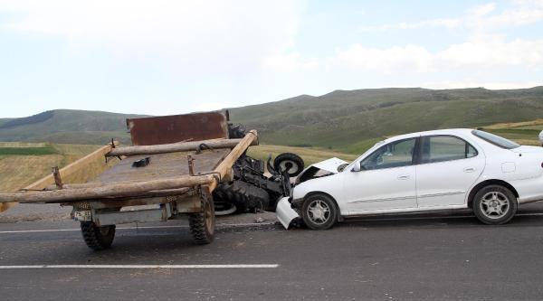Ardahan'da Traktör Ve Otomobil Çarpişti: 4 Yaralı
