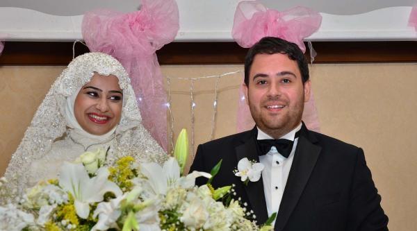 Arınç, Manisa'da Nikah Şahitliği Yaptı