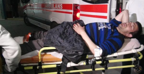 Arkadaşıyla Şakalaşirken Bacağından Bıçaklandı