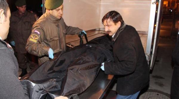 Arnavutköy'de Erkek Cesedi Bulundu