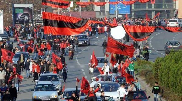 Arnavutlar, Makedonya Genelinde Protesto Düzenledi
