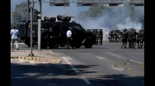 Arnavutlar Üsküp'te Protesto Düzenledi