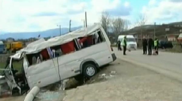 Arnavutluk'ta 8 Mart Gezisine Çikan Kadınları Taşıyan Araç Kaza Yaptı: 2 Ölü