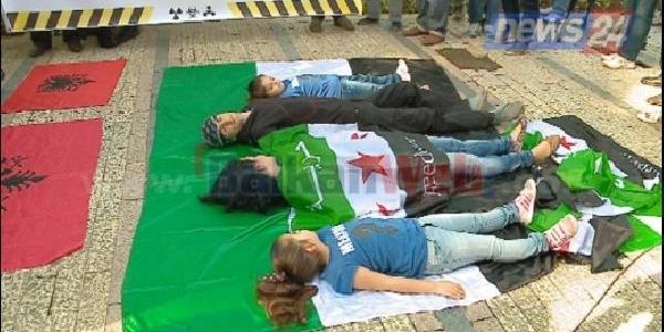 Arnavutluk'Ta, Suriye'Deki Kimyasal Silahlarin Imha Edilmesi Için Protestolar Sürüyor