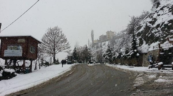 Artvin'de 67 Köy Yolu Kardan Ulaşima Kapandi