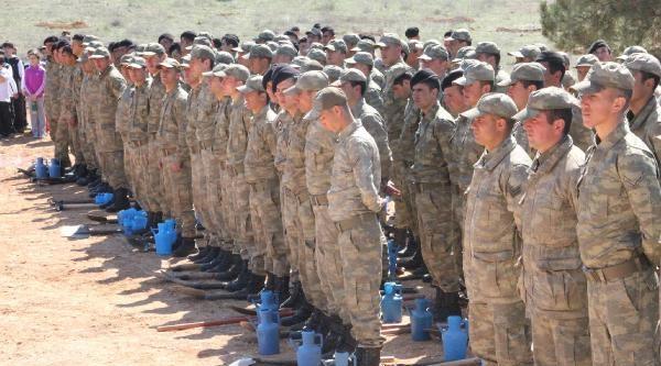 Asker Ve Öğrenciler Kışlaya Fidan Dikti