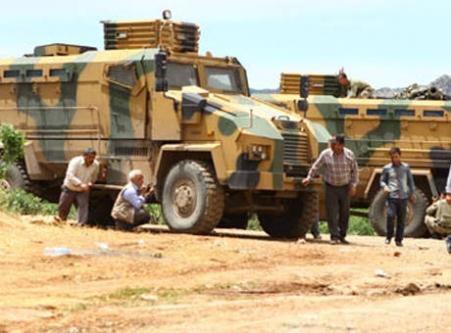 Askerden göstericilere çarpıcı anons!