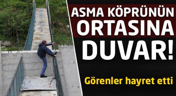 Asma köprünün ortasına duvar!