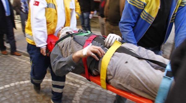 Asma Tavan Üzerine Düşen Inşaat Işçisi Yaralandi