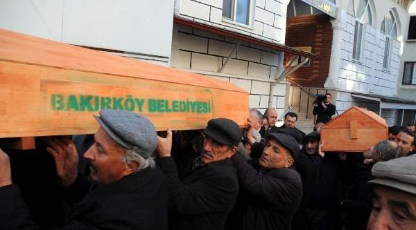 Ataköy'de Yanginda Ölen Anne Ve 2 Çocuğu Niksar'da Toprağa Verildi