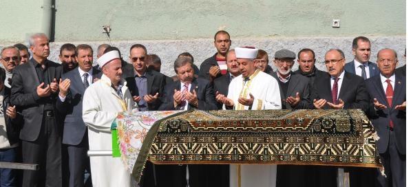 Atalay'dan Başörtülü Vekil Yaniti: Görelim Bakalim, Hayirlisi