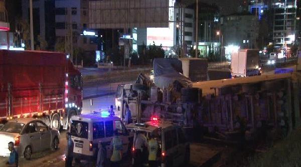 Ataşehir'de Kaza: 2 Yaralı