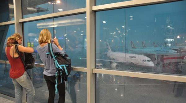 Atatürk Havalimanı'nda Bir Saat Süreyle Hayat Durdu