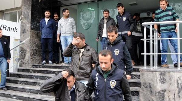 Atatürk Havalimani'Nda Cep Telefonu Kaçakçiliği Operasyonu
