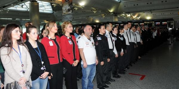 Atatürk Havalimani'nda Hayat Durdu