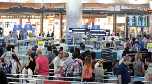 Atatürk Havalimanı'nda Pasaport Kuyruğu Çilesi Bitti