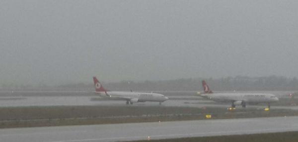 Atatürk Havalimanı'nda Tüm Kalkışlar Olumsuz Hava Şartlari Nedeniyle Durduruldu (2)