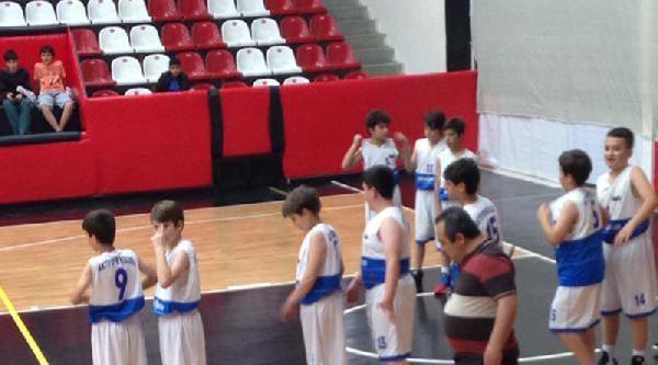 Atatürk Spor Salonu'nun Çatisina Kovalı Önlem