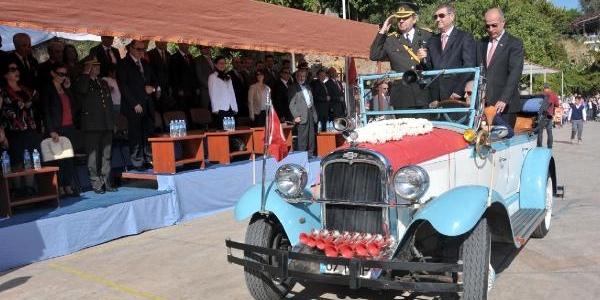 Atatürk'ün Bindiği Otomobil Bayrama Katildi