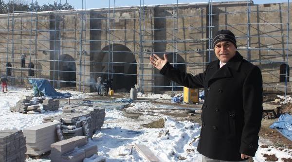 Atatürk'ün Erzurum'a Girdiği Kapi Onariliyor