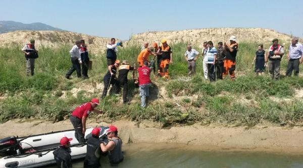 Av Tüfeğiyle Öldürülen Çobanin Cesedi Sulama Kanalında Bulundu