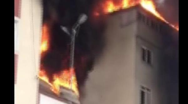Avcılar'daki Yangın Amatör Kamerada