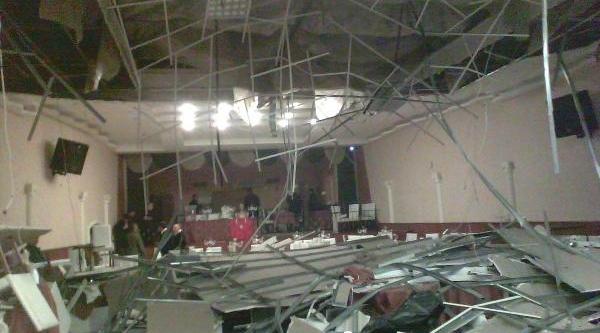 Avcilarin Kongresinde Düğün Salonunun Asma Tavani Çöktü