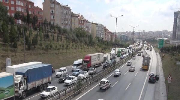 Avrupa'dan Anadolu Yakası'na Geçişte Trafik Durma Noktasına Geldi