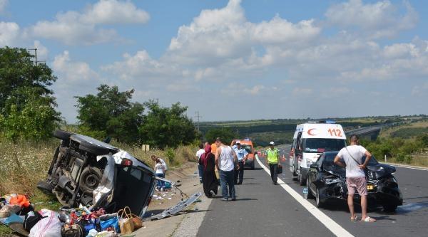 Avrupa'dan Gelen Türk İşçilerin Otomobilleri Çarpişti: 4 Yaralı
