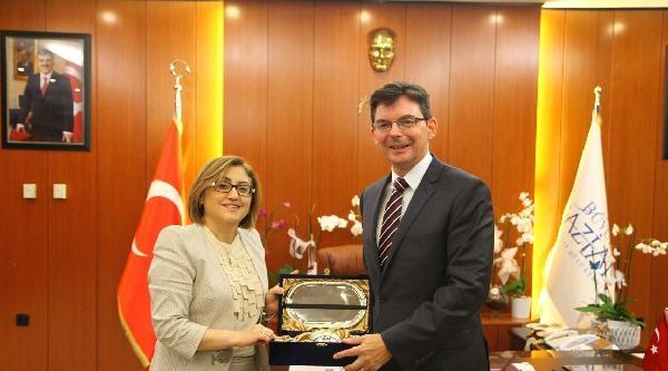 Avustralya Büyükelçisi, Fatma Şahin'i Ziyaret Etti