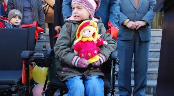 Aydin'da Belediyeden Engellilere Tekerlekli Sandalye Ve Baston