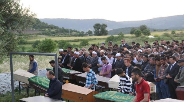 Aynı Köylü 15 Maden Şehidinden 11'i Törenle Toprağa Verildi