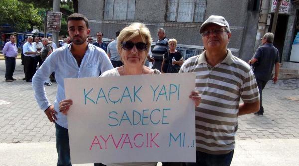 Ayvacık'ta Kaçak Yapı Yıkım İhalesine Protesto