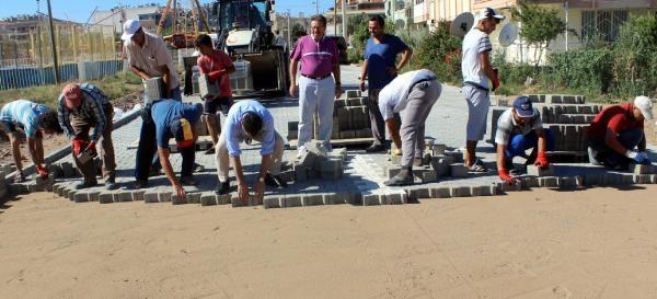 Ayvalık Belediye Başkanı İşçilerle Taş Döşedi