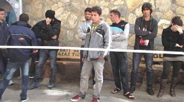 Ayvalik'Ta 14 Kaçak Yakalandi