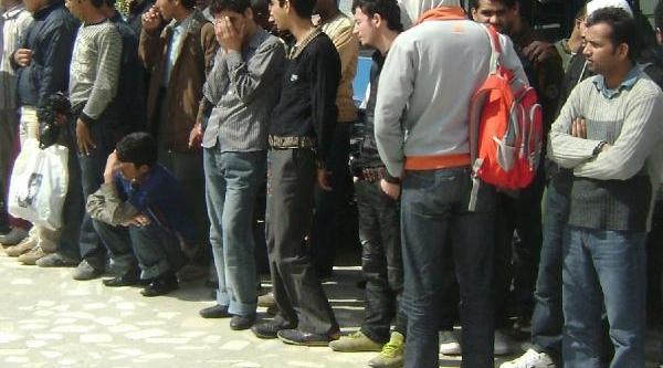 Ayvalik'Ta 29 Kaçak Yakalandi