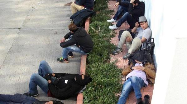 Ayvalik'ta 37 Kaçak Yakalandi