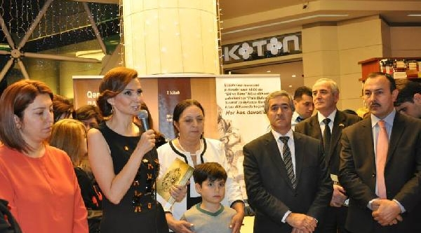 Azeri Milletvekili Paşayeva Yeni Kitabini Tanitti