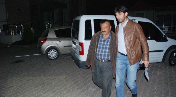 Baba-Oğul Biçakladiklari Adami Hastaneye Götürüp, Polise Teslim Oldu