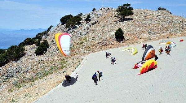 Babadağ'dan Bu Yil 130 Bin Kişi Paraşütle Uçtu